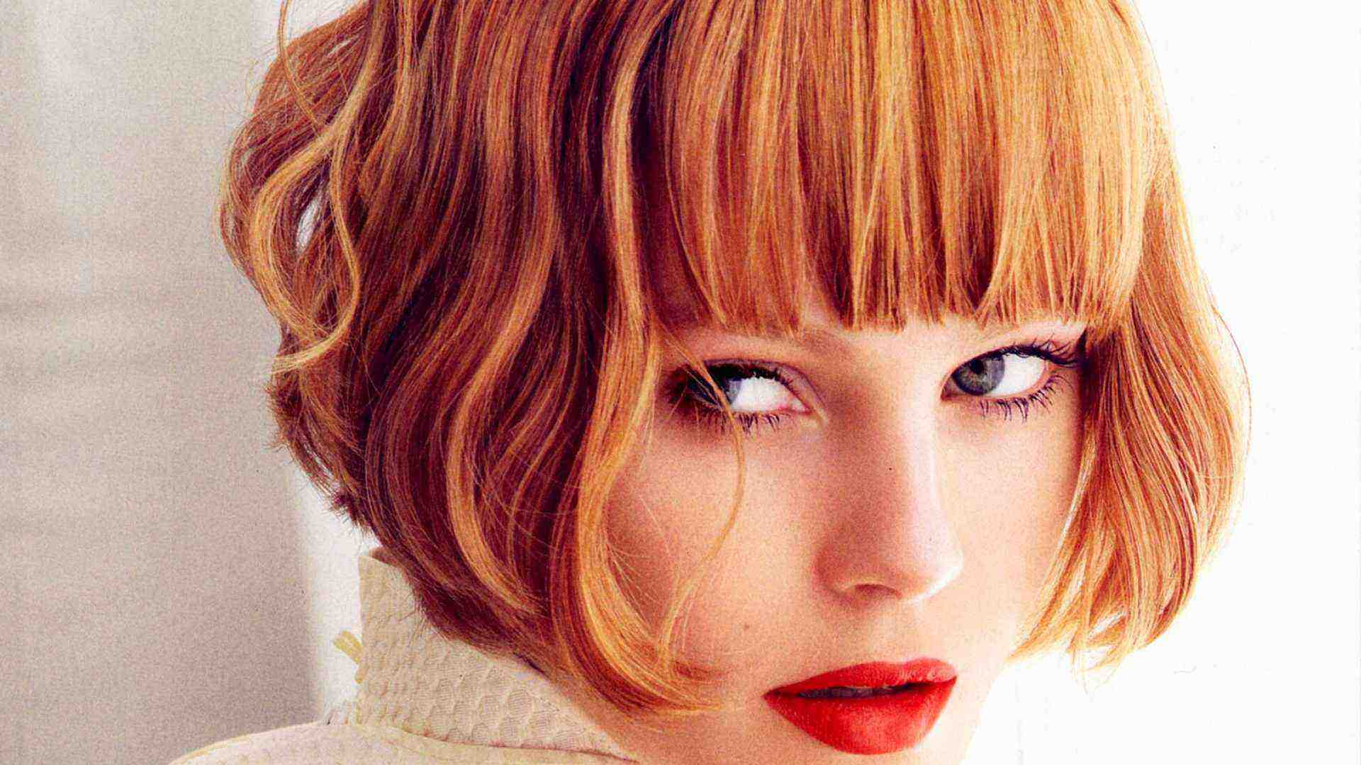 Stunning Feathered Bob Hairstyles for that Glammed Up Look